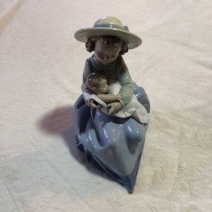 Nao By Lladro Procelain A Sisters Love Figurine